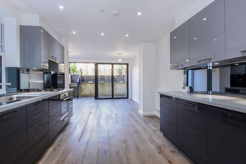 3 Bedrooms Apartment Flat for sale in King Edward's Road, London