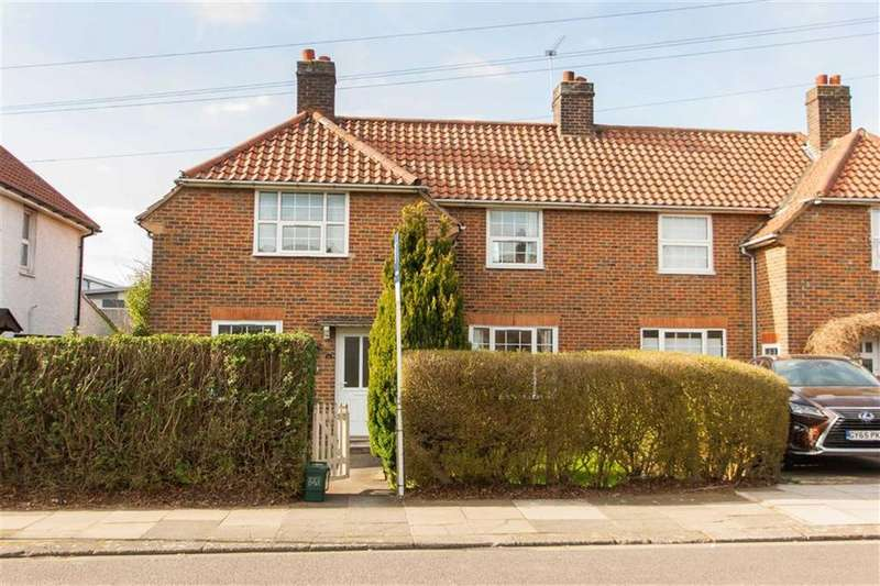 3 Bedrooms Semi Detached House for sale in Saxon Drive, London