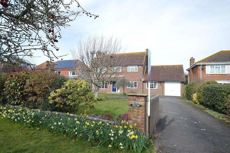 4 Bedrooms Detached House for sale in Seaward Drive, West Wittering, PO20