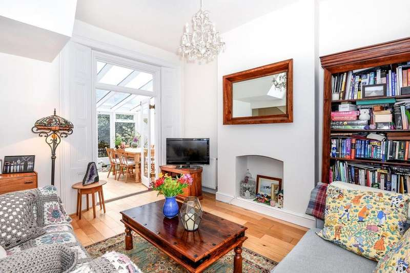 2 Bedrooms Flat for sale in Lancaster Road, Stroud Green