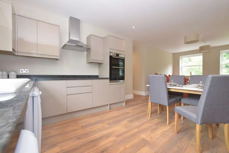 3 Bedrooms Apartment Flat for rent in Station Road Midhurst GU29