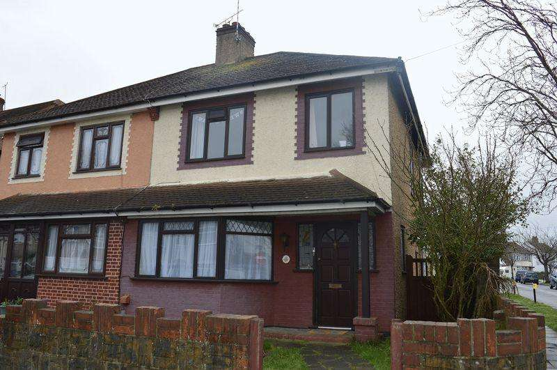 3 Bedrooms Semi Detached House for sale in St Lukes Road, Southend-On-Sea