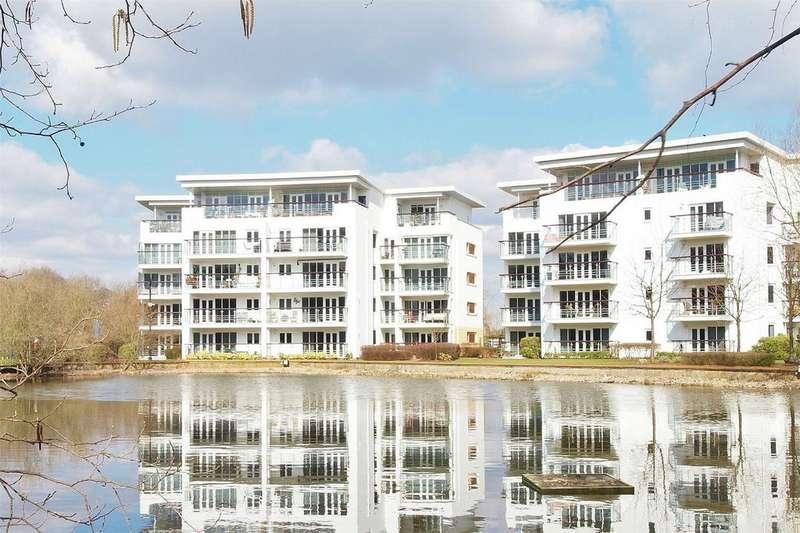 2 Bedrooms Flat for sale in Creswell Drive, Langley Waterside, Beckenham