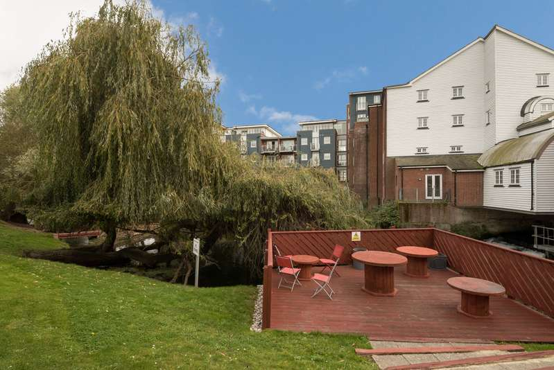 2 Bedrooms Apartment Flat for sale in Ripple Court, Barton Mill Road, Canterbury CT1