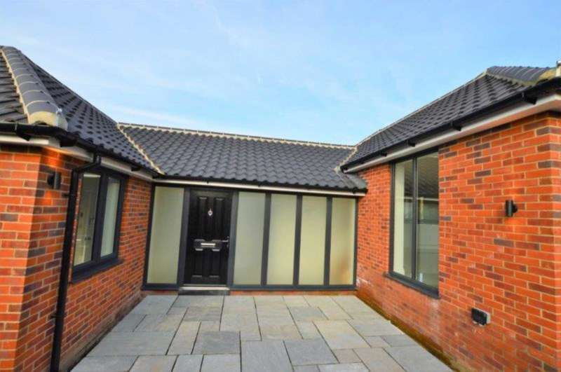 3 Bedrooms Bungalow for sale in Annis Hill, Bungay