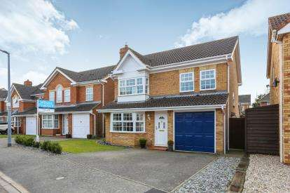 4 Bedrooms Detached House for sale in Foxglove Drive, Biggleswade, Bedfordshire