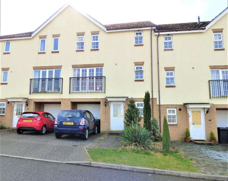 3 Bedrooms Town House for sale in Henry Close, Haverhill CB9 9PU.