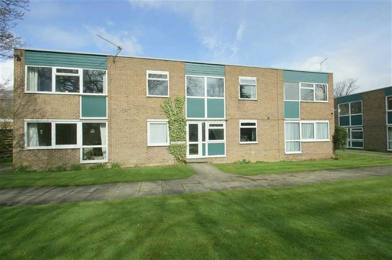2 Bedrooms Flat for sale in Green View Court, Roundhay, LS8