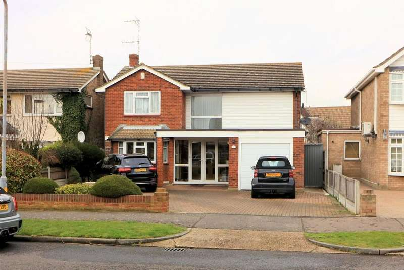 4 Bedrooms Detached House for sale in Wyatts Drive, Thorpe Bay