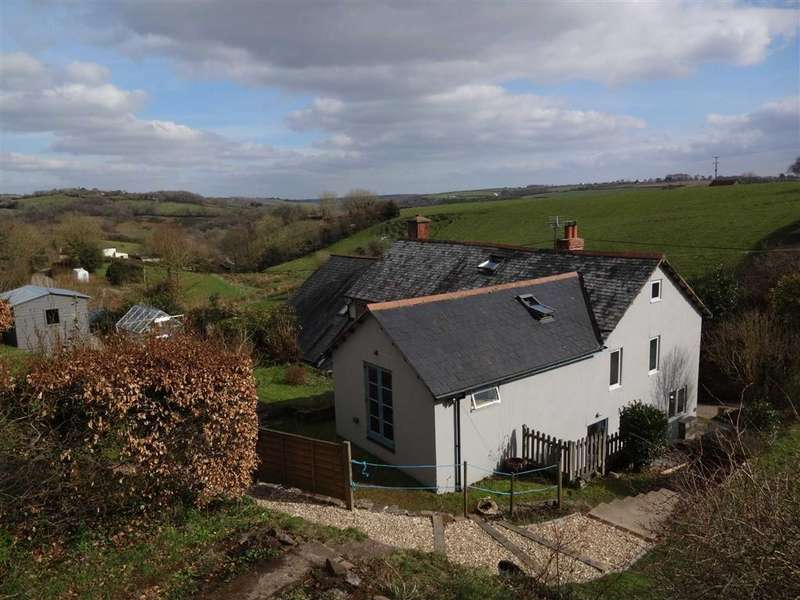 3 Bedrooms Semi Detached House for sale in East Street, Chulmleigh, Devon, EX18