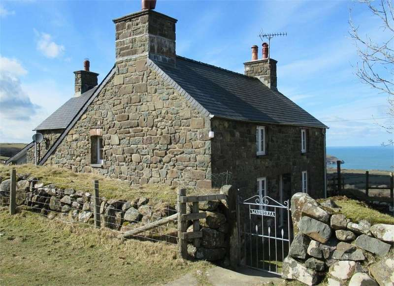3 Bedrooms Detached House for sale in Waunorfa, Mountain West, Newport, Pembrokeshire