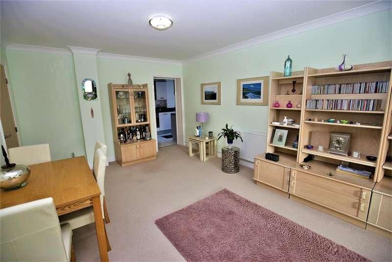 3 Bedrooms Apartment Flat for sale in Rookery Court, Marden, Tonbridge