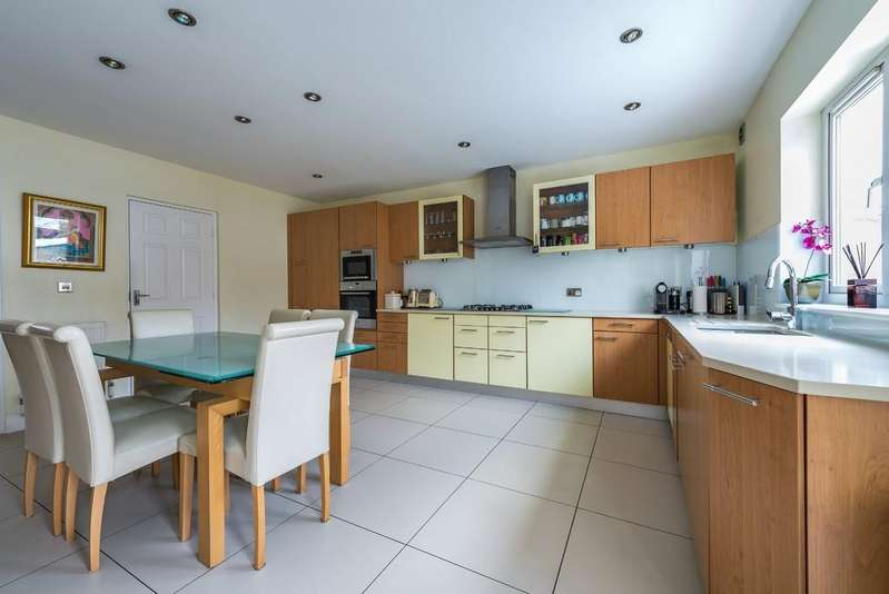 3 Bedrooms Semi Detached House for sale in Princes Road, Buckhurst Hill