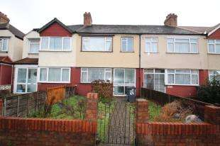 3 Bedrooms Terraced House for sale in Mitcham Road, Croydon