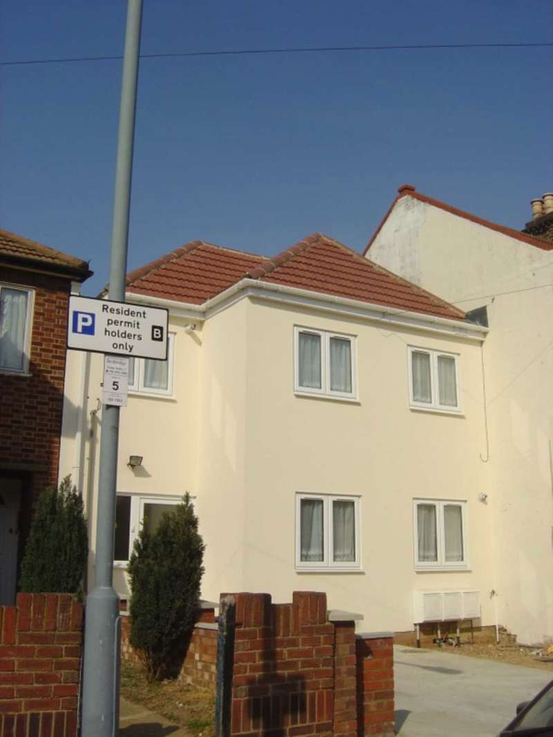 Studio Flat for sale in St Marys Road, Ilford