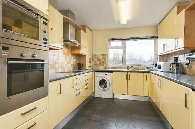 3 Bedrooms Flat for sale in Cecil Court, Acol Road, South Hampstead, NW6