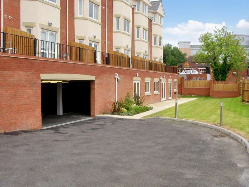1 Bedroom Flat for sale in Hewell Road, Redditch, B97 6AE