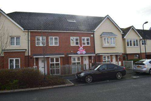 3 Bedrooms Terraced House for sale in Amesbury Road, Cippenham