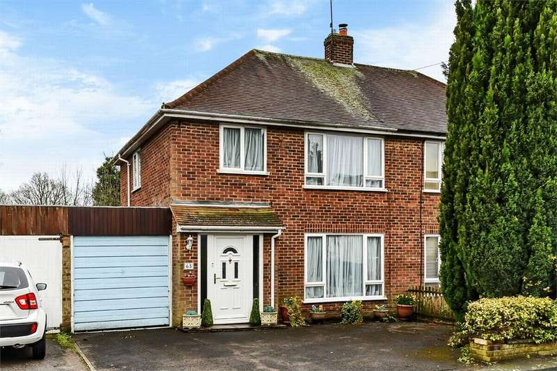 3 Bedrooms Semi Detached House for sale in Farm Road, Frimley, Camberley, Surrey