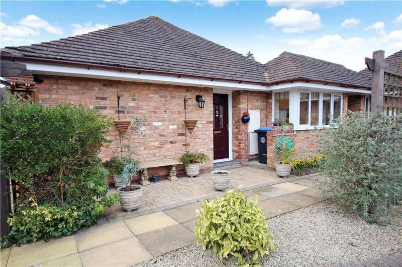 2 Bedrooms Bungalow for sale in Avon Meadow Close, Stratford-upon-Avon, CV37