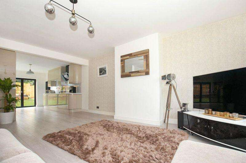 2 Bedrooms Detached Bungalow for sale in Kinross Drive, Ladybridge, Bolton, BL3 STUNNING MODERN DETACHED BUNGALOW