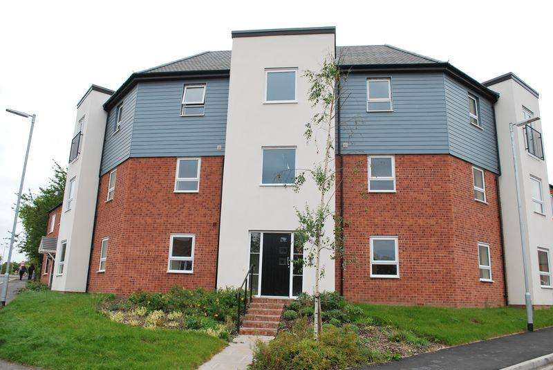 2 Bedrooms Flat for rent in Ferridays Fields, Woodside, Telford