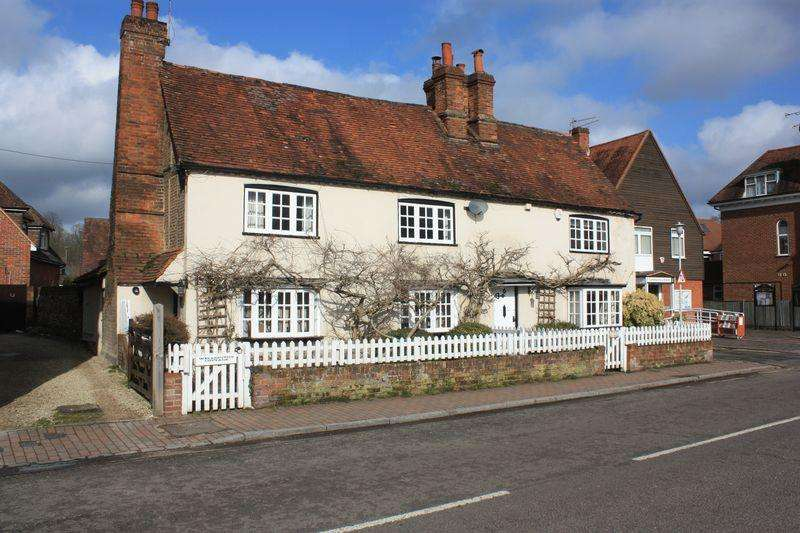 3 Bedrooms Semi Detached House for sale in High Street, Chalfont St Giles
