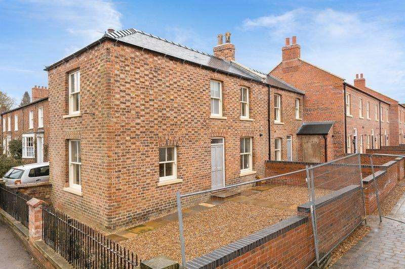 2 Bedrooms End Of Terrace House for sale in East Street, Horncastle