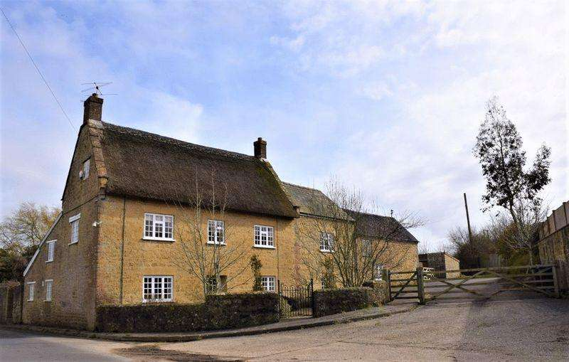 4 Bedrooms Detached House for sale in OPEN TO OFFERS: BROADWINDSOR ROAD, BEAMINSTER, DORSET