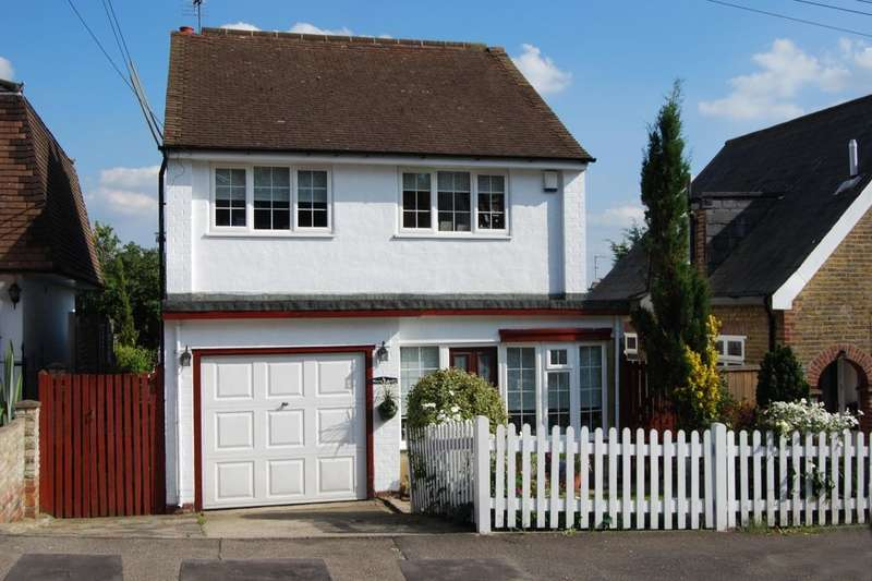 4 Bedrooms Detached House for sale in Plantation Road, Hextable, BR8