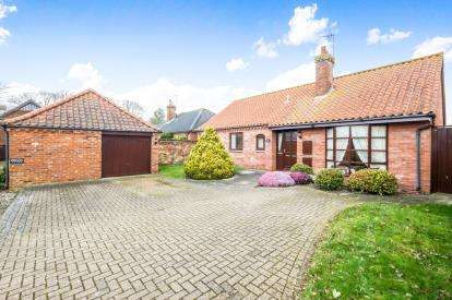 2 Bedrooms Bungalow for sale in Barnby, Beccles, Suffolk