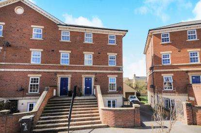 3 Bedrooms Terraced House for sale in Ashridge Court, Fenton Avenue, Swindon, Wiltshire