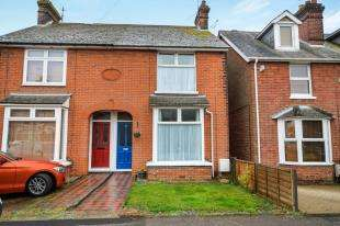 3 Bedrooms Semi Detached House for sale in Albemarle Road, Ashford, Kent