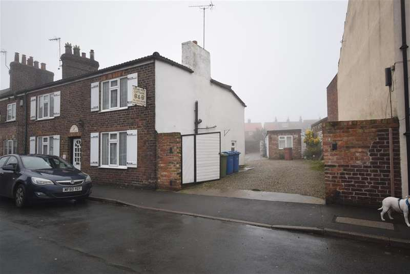 5 Bedrooms Semi Detached House for sale in High Street, Flamborough, Bridlington, YO15 1JX
