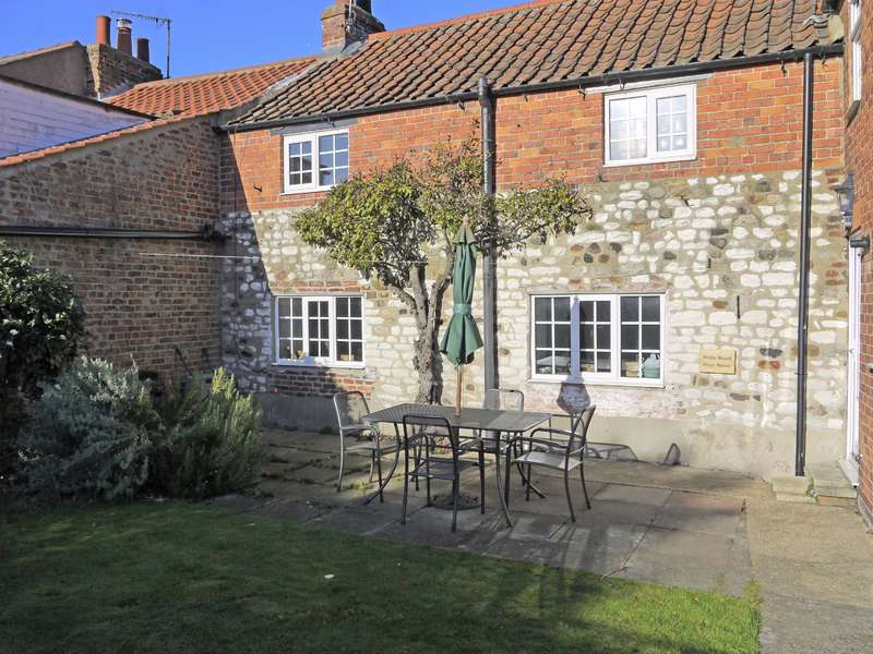 2 Bedrooms Cottage House for sale in Main Street, Sewerby, Bridlington, YO15 1EQ