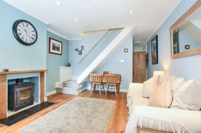 2 Bedrooms Semi Detached House for sale in Lower Road, Grayswood, Haslemere, GU27