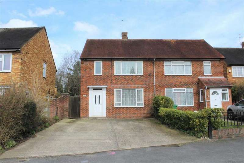 3 Bedrooms Semi Detached House for sale in Doddsfield Road, Slough, Berkshire