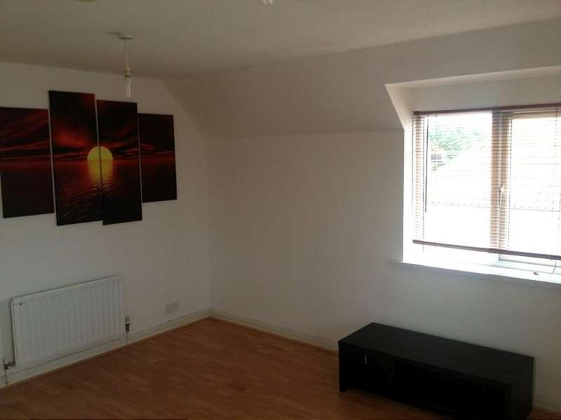 2 Bedrooms Flat for sale in Heathfield Park Drive , Chadwell Heath