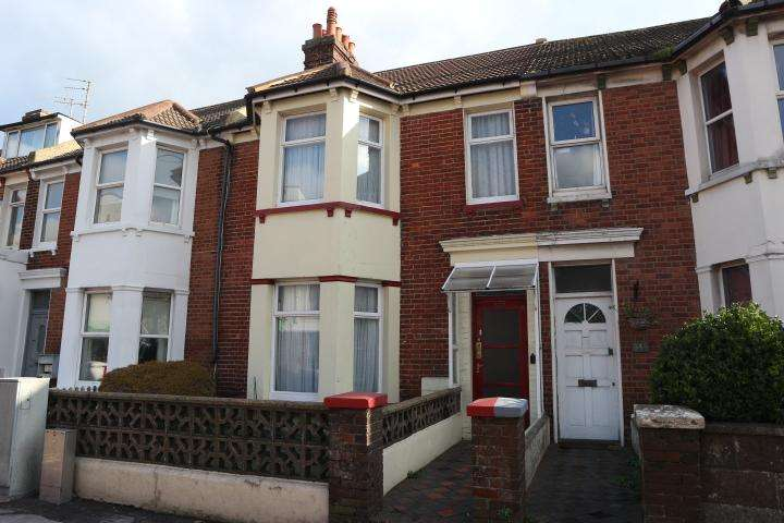 3 Bedrooms Terraced House for sale in Seaside, Eastbourne BN22
