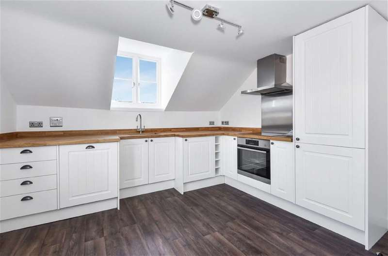 2 Bedrooms Apartment Flat for sale in Wanborough, Wiltshire