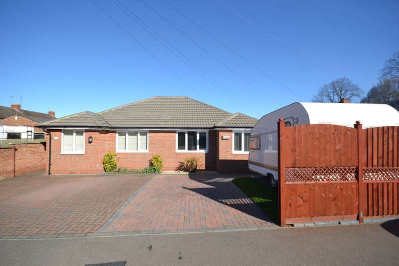 2 Bedrooms Semi Detached Bungalow for sale in Broadway East, Abington, Northampton, NN3