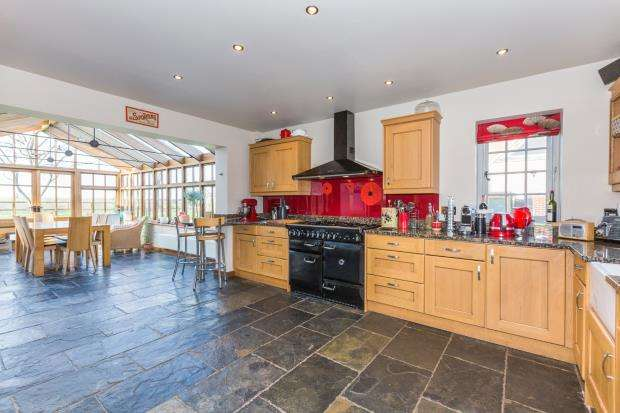 5 Bedrooms Detached House for sale in West Clandon, Guildford, Surrey