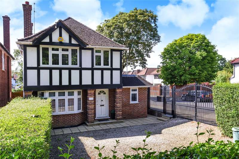 3 Bedrooms Detached House for sale in Eastcote Road, Ruislip, Middlesex, HA4