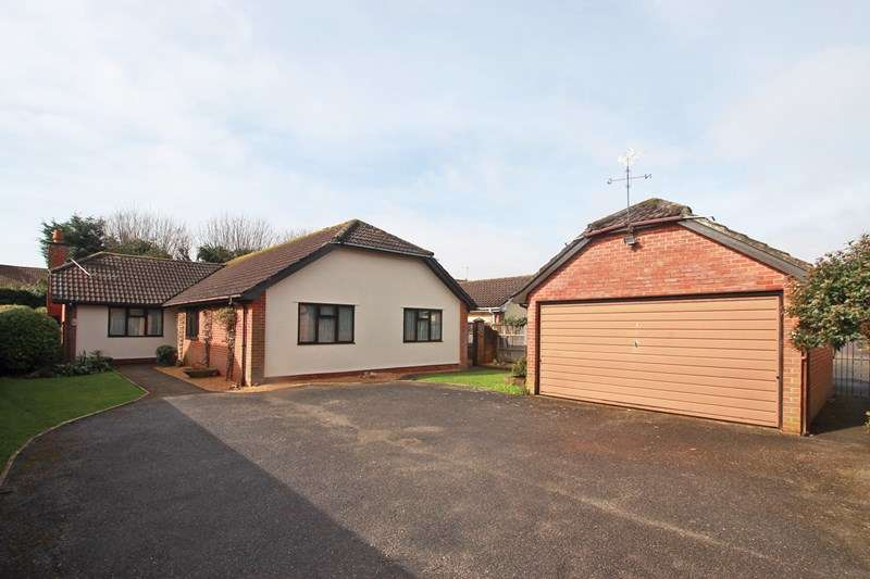 3 Bedrooms Detached Bungalow for sale in Magdalen Lane, Christchurch