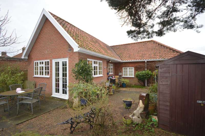 3 Bedrooms Bungalow for sale in Waldemar Avenue, Norwich