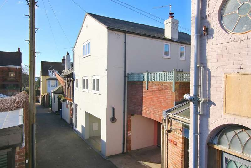 3 Bedrooms Town House for sale in Ashley Lane, Lymington, Hampshire
