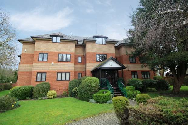 2 Bedrooms Apartment Flat for sale in Lysander Mead, Maidenhead, Berkshire, SL6 8NS