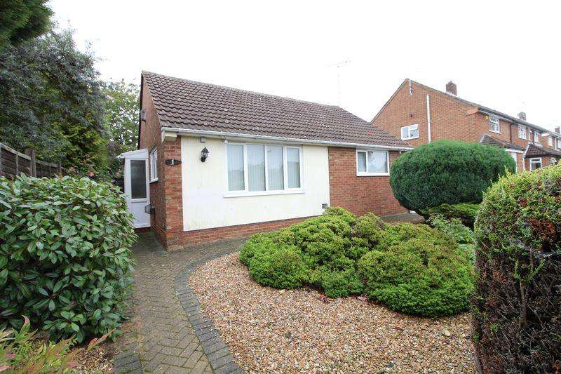 2 Bedrooms Detached Bungalow for sale in Delightful Detached Bungalow on Fairgreen Road, Caddington