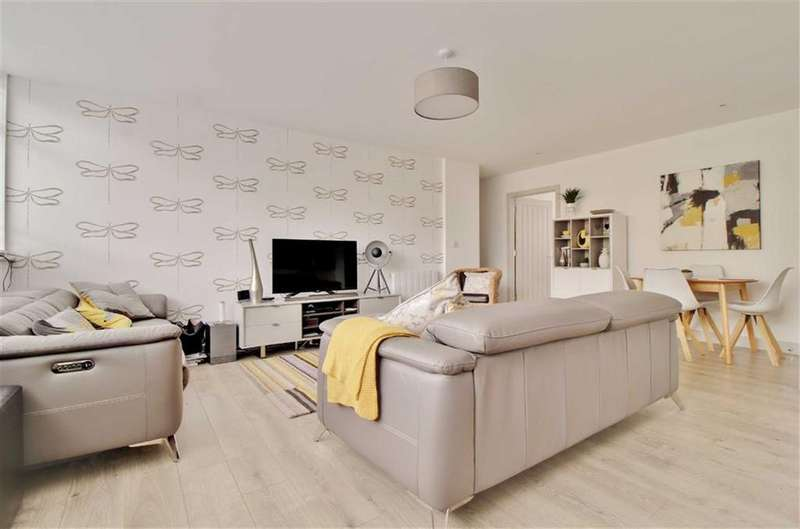 2 Bedrooms Flat for sale in Three Cocks Lane, Gloucester