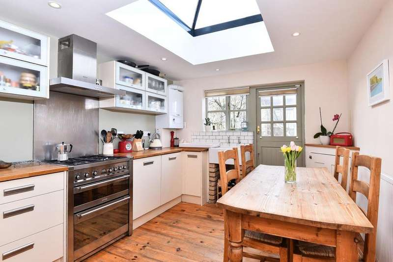 3 Bedrooms Terraced House for sale in Cowick Road, Tooting